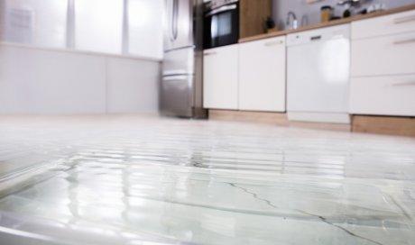 Comment rénover un vieux carrelage dans une cuisine